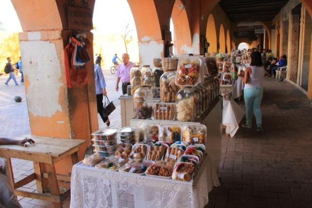 Sweet snacks to go in the old city