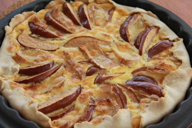 Apple and brie quiche