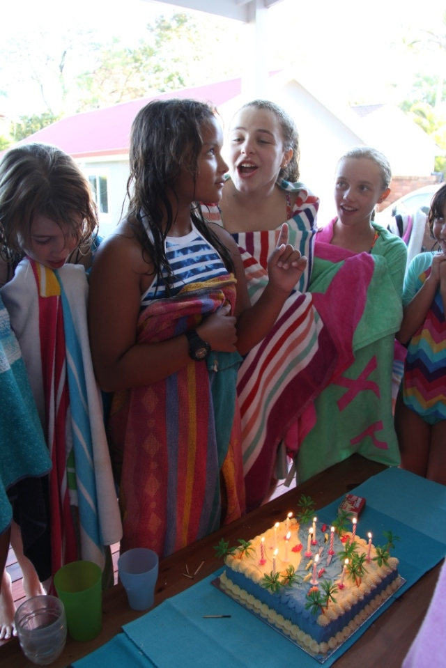 A beach cake for a pool party